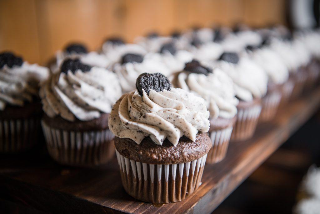 85S5052 2 1024x683 - Wedding Cake & Wedding Cupcake Trends