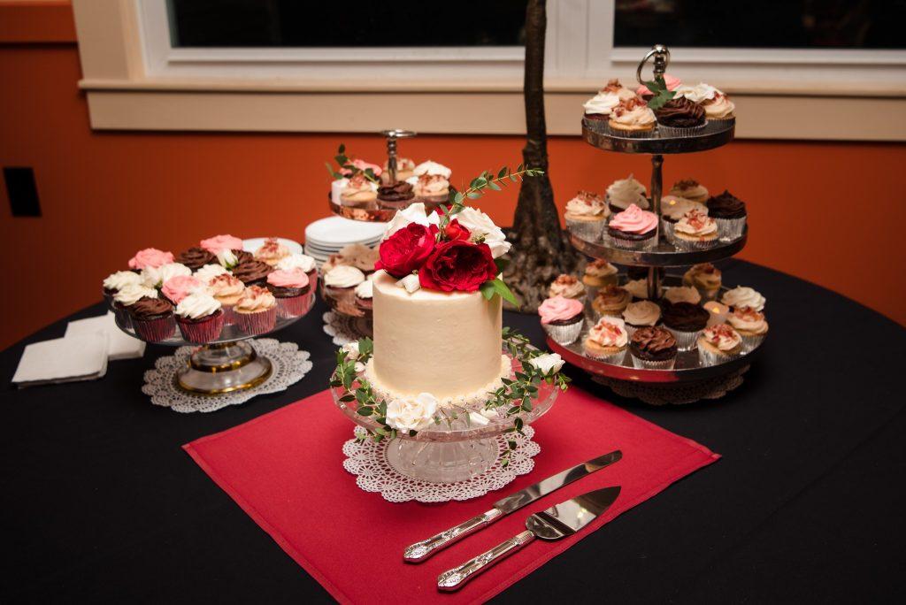 Pilla Wedding 1363 1024x684 - Wedding Cake & Wedding Cupcake Trends