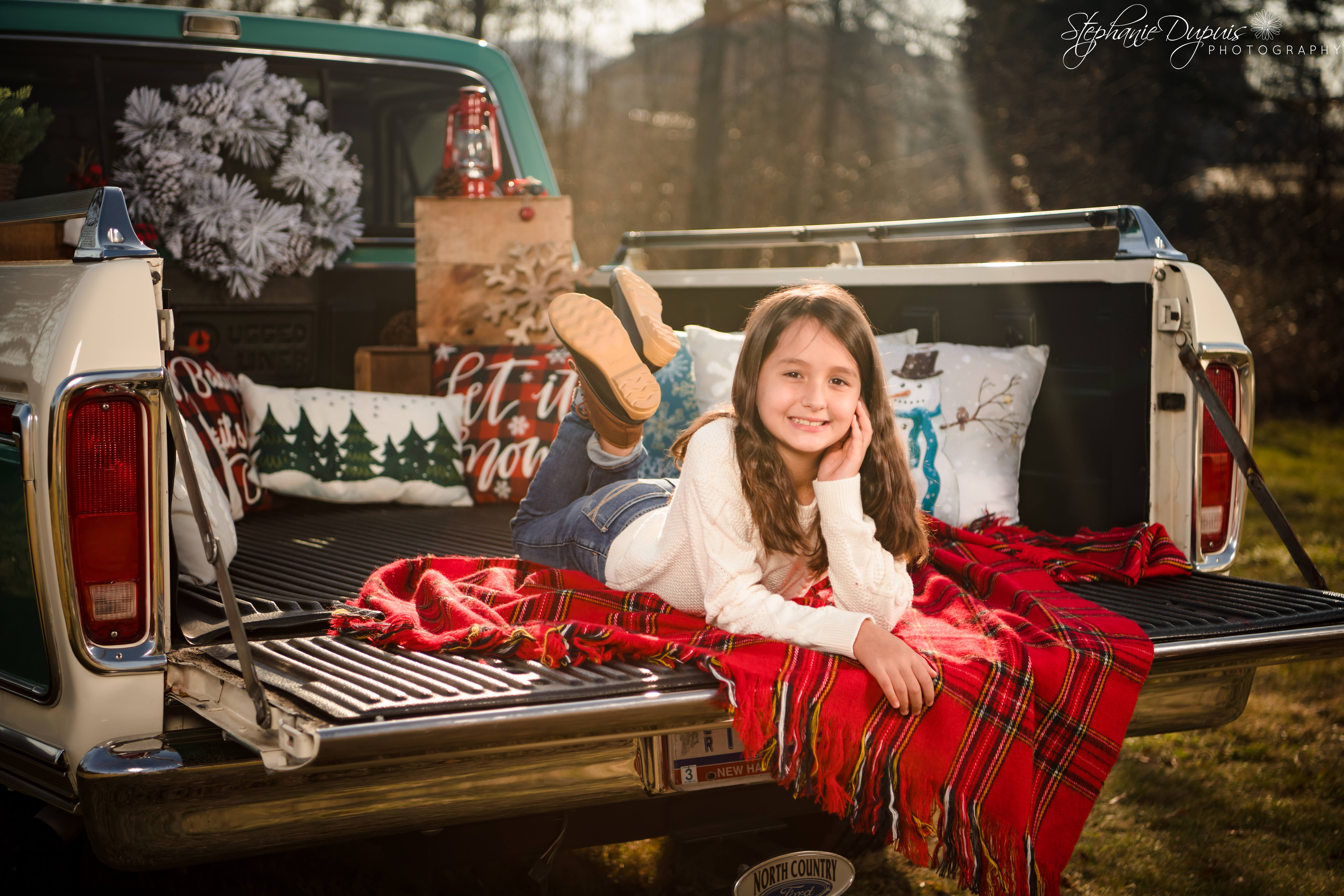 85S3703 - Portfolio: Winter Truck Minis Session