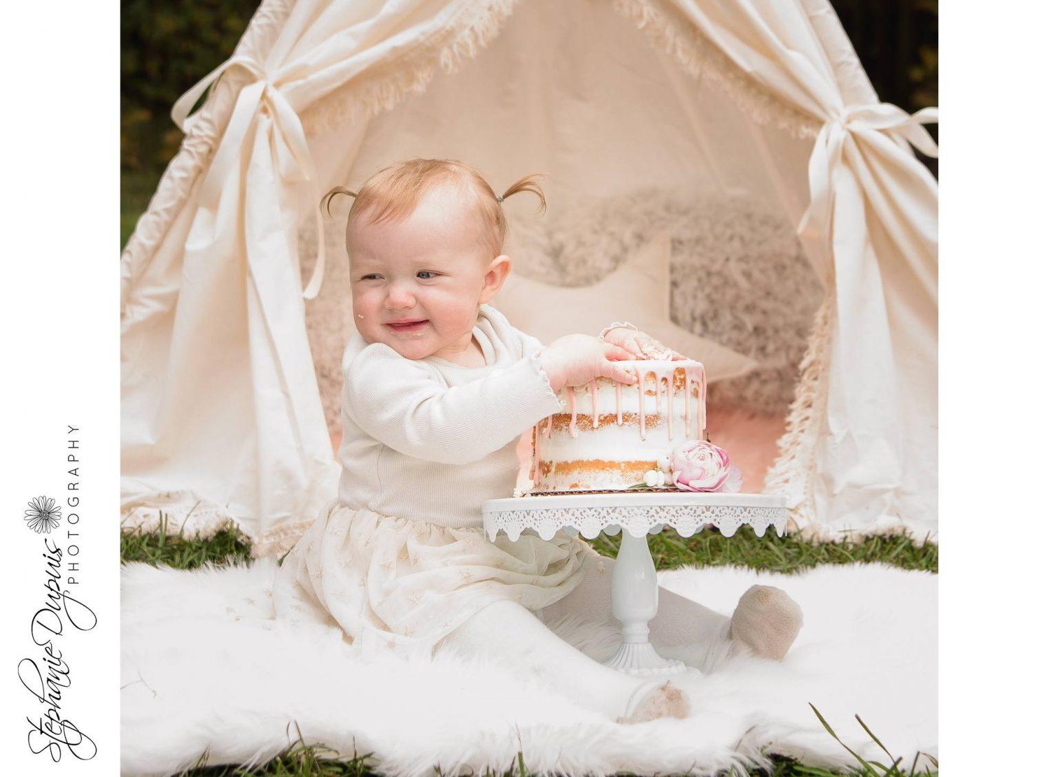 bromley cake smash 5 1536x1128 - Portfolio: Laura Mae Cake Smash